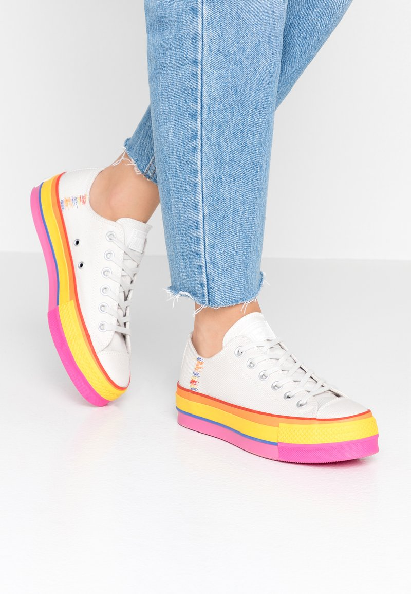 Converse - CHUCK TAYLOR ALL STAR LIFT RAINBOW - Joggesko - vintage white/pale putty