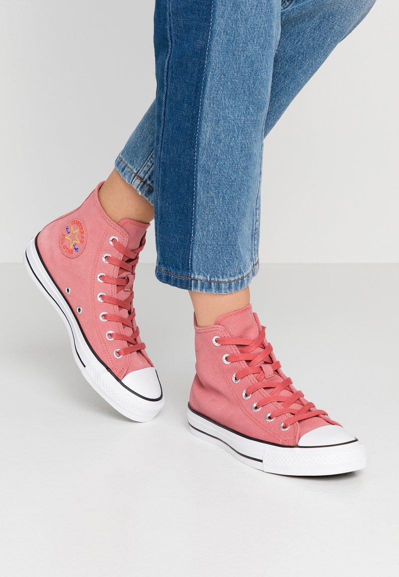 Converse - CHUCK TAYLOR ALL STAR RETROGRADE - High-top trainers - light redwood/habanero red