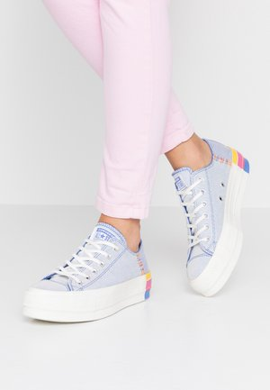 CHUCK TAYLOR ALL STAR LIFT RAINBOW - Joggesko - ozone blue/vintage white