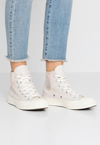 Converse - CHUCK 70 RAINBOW - Høye joggesko - white/pale putty/egret - 0