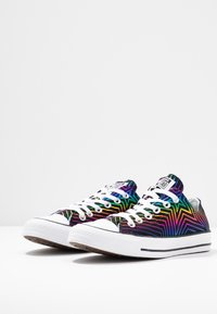 Converse - CHUCK TAYLOR ALL STAR ALL OF THE STARS - Tenisky - black/white - 4
