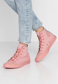 Converse - CHUCK TAYLOR ALL STAR OPI - Høye joggesko - rust pink/black - 0