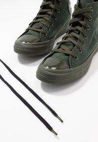 Converse - CHUCK TAYLOR ALL STAR OPI - Zapatillas altas - thyme/black - 7