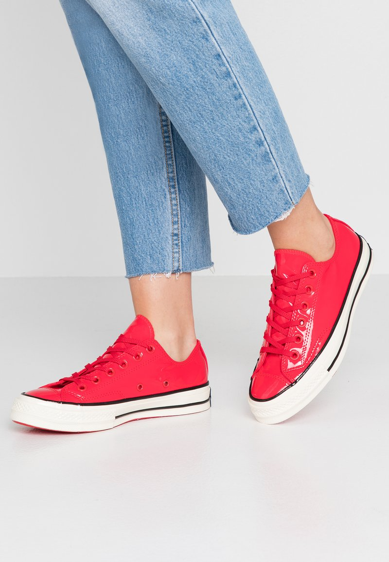 Converse - CHUCK 70 WOMENS - Trainers - cherry red/black/egret