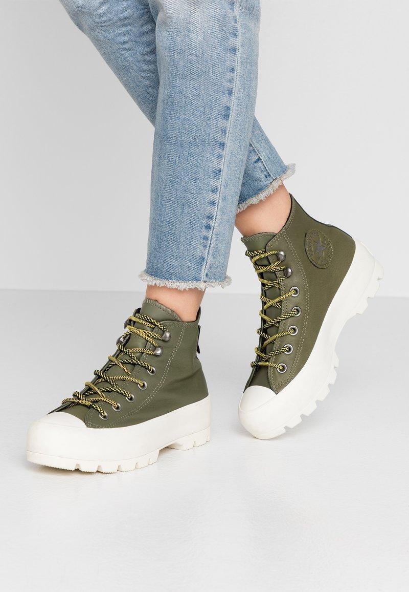 Converse - CHUCK TAYLOR ALL STAR LUGGED WATERPROOF  - Sneakers hoog - field surplus/vivid sulfur/egret