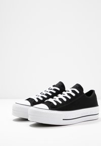 Converse - CHUCK TAYLOR ALL STAR LIFT RENEW - Sneakers basse - black/white - 6