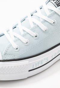 Converse - CHUCK TAYLOR ALL STAR LIFT RENEW - Tenisky - polar blue/white/black - 2