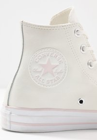 Converse - CHUCK TAYLOR ALL STAR IRIDESCENT - Høye joggesko - vintage white/barely rose/white - 2