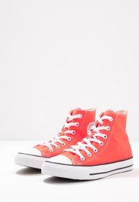 Converse - CHUCK TAYLOR ALL STAR SEASONAL - Høye joggesko - bright crimson - 4