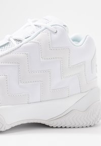 Converse - VOLTAGE - Sneakersy wysokie - white - 2