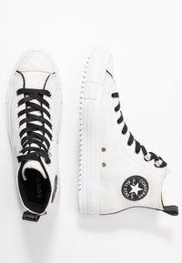 Converse - CHUCK TAYLOR ALL STAR HIKER  - Vysoké tenisky - vintage white/black/white - 3