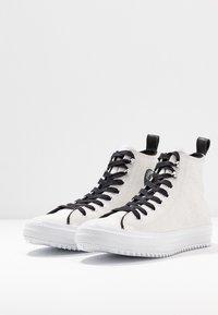 Converse - CHUCK TAYLOR ALL STAR HIKER  - Vysoké tenisky - vintage white/black/white - 4