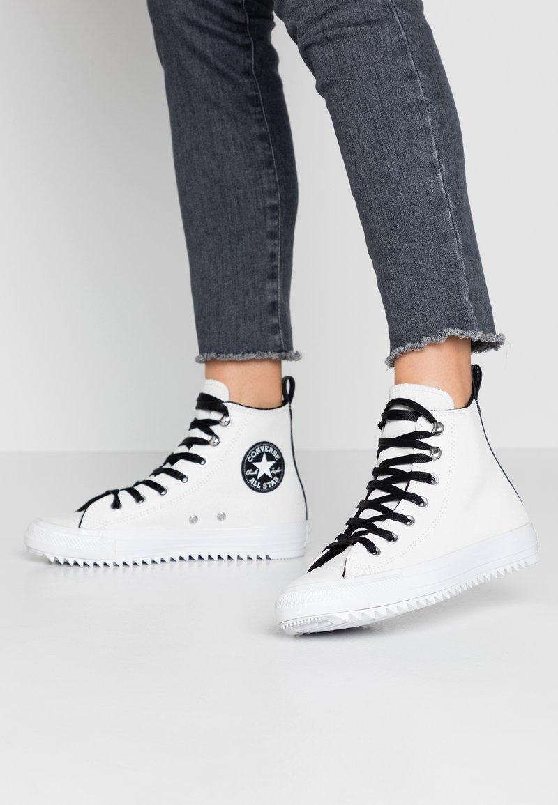 Converse - CHUCK TAYLOR ALL STAR HIKER  - Vysoké tenisky - vintage white/black/white