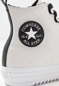 Converse - CHUCK TAYLOR ALL STAR HIKER  - Vysoké tenisky - vintage white/black/white - 2