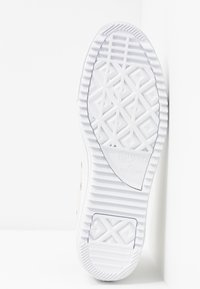 Converse - CHUCK TAYLOR ALL STAR HIKER  - Vysoké tenisky - vintage white/black/white - 6