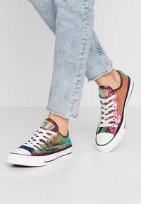 Converse - CHUCK TAYLOR ALL STAR - Tenisky - prime pink/vintage white/black - 0