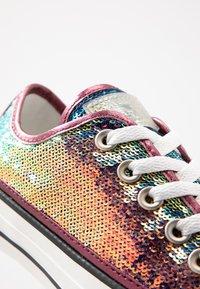 Converse - CHUCK TAYLOR ALL STAR - Tenisky - prime pink/vintage white/black - 2