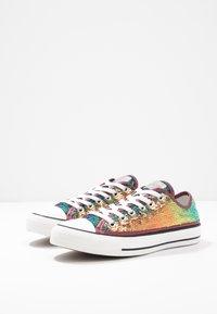 Converse - CHUCK TAYLOR ALL STAR - Tenisky - prime pink/vintage white/black - 4