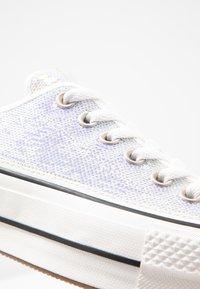 Converse - CHUCK TAYLOR ALL STAR LIFT - Joggesko - silver/vintage white/black - 2
