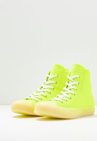 Converse - CHUCK TAYLOR ALL STAR - High-top trainers - volt/vitage white/natural ivory - 4