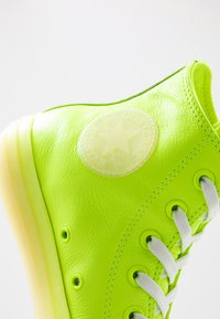 Converse - CHUCK TAYLOR ALL STAR - High-top trainers - volt/vitage white/natural ivory