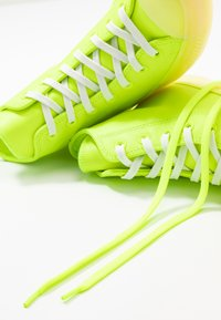 Converse - CHUCK TAYLOR ALL STAR - High-top trainers - volt/vitage white/natural ivory - 7