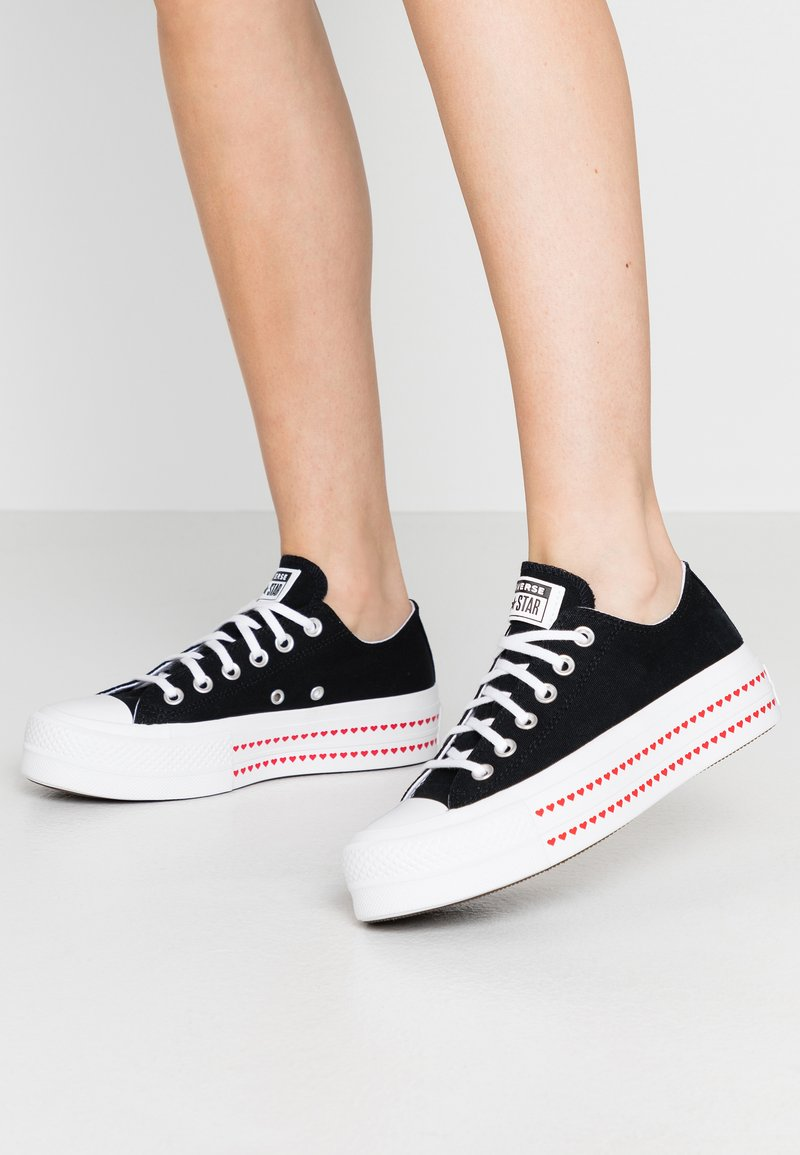 Converse - CHUCK TAYLOR ALL STAR LIFT LOVE  - Sneakers laag - black/university red/white