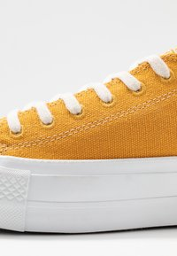 Converse - CHUCK TAYLOR ALL STAR LIFT RENEW  - Trainers - sunflower gold/white - 2