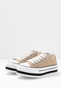 Converse - CHUCK TAYLOR ALL STAR LAYER BOTTOM - Sneakers laag - khaki/white/black - 4
