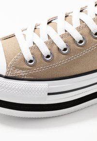 Converse - CHUCK TAYLOR ALL STAR LAYER BOTTOM - Sneakers laag - khaki/white/black - 2