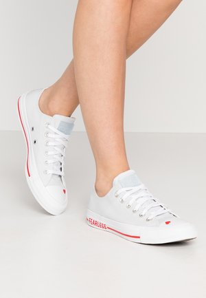 CHUCK TAYLOR ALL STAR LOVE  - Sneakersy niskie - photon dust/university red/white