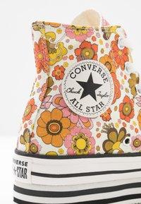 Converse - CHUCK TAYLOR ALL STAR LAYER BOTTOM - Høye joggesko - egret/vermilion red/field surplus - 2