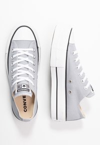 Converse - CHUCK TAYLOR ALL STAR LIFT SEASONAL - Sneakers laag - wolf grey/white/black - 3