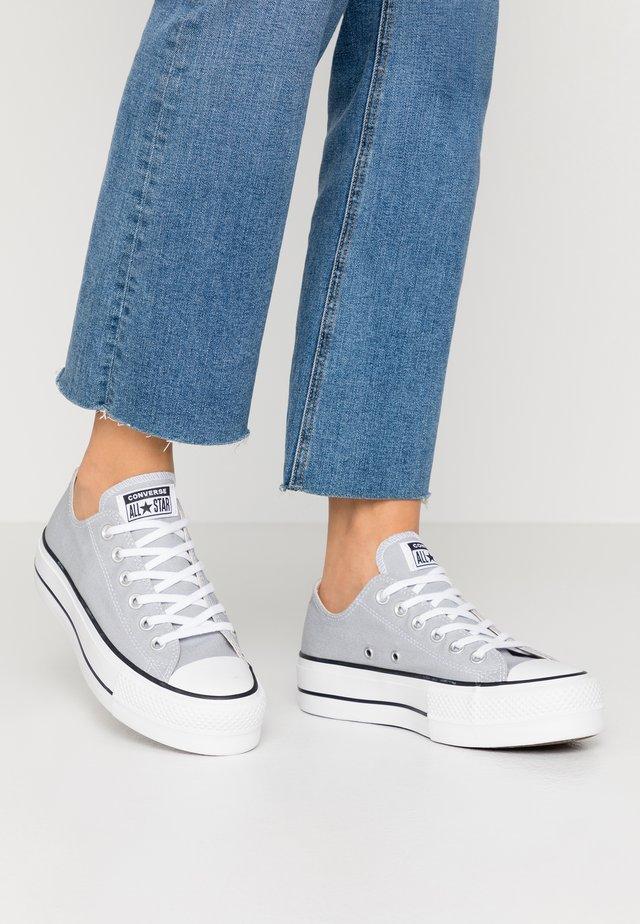 CHUCK TAYLOR ALL STAR LIFT SEASONAL - Sneakers laag - wolf grey/white/black