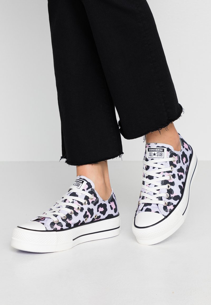 Converse - CHUCK TAYLOR ALL STAR LIFT - Matalavartiset tennarit - vintage white/multicolor/black