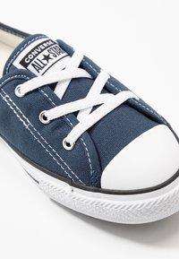 Converse - CHUCK TAYLOR ALL STAR BALLET LACE - Loaferit/pistokkaat - navy/white/black - 2