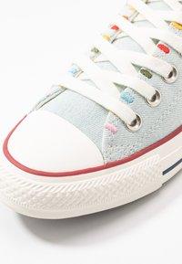 Converse - CHUCK TAYLOR ALL STAR - Sneakersy niskie - blue/multicolor/egret - 2