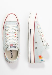 Converse - CHUCK TAYLOR ALL STAR - Sneakersy niskie - blue/multicolor/egret - 3