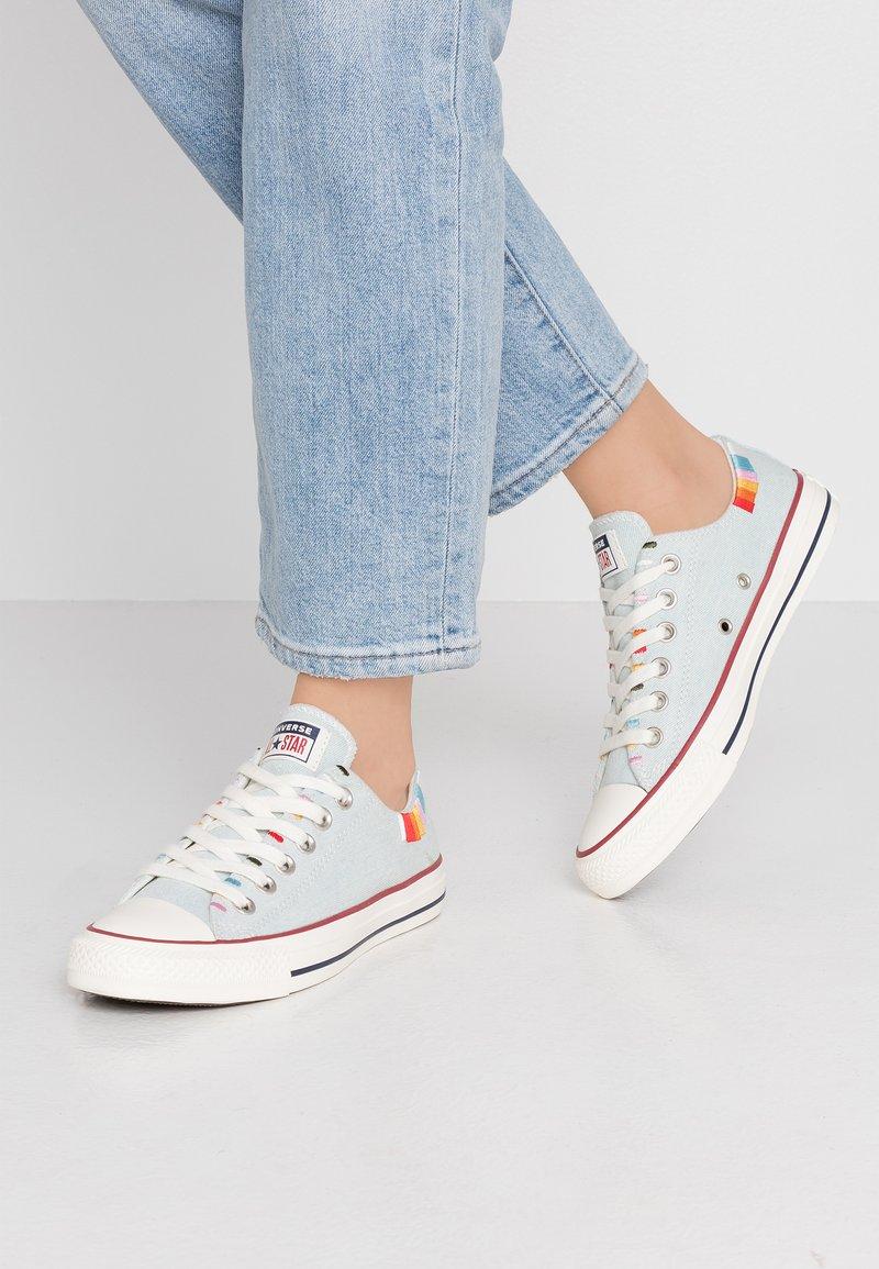 Converse - CHUCK TAYLOR ALL STAR - Sneakersy niskie - blue/multicolor/egret
