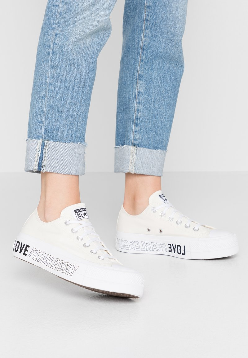 Converse - CHUCK TAYLOR ALL STAR LIFT - Sneakers laag - egret/white/black