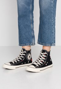 Converse - CHUCK TAYLOR ALL STAR - High-top trainers - black/natural ivory - 0