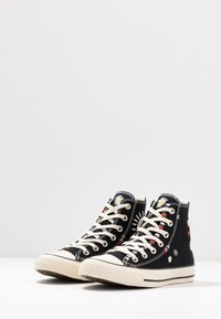 Converse - CHUCK TAYLOR ALL STAR - High-top trainers - black/natural ivory - 4