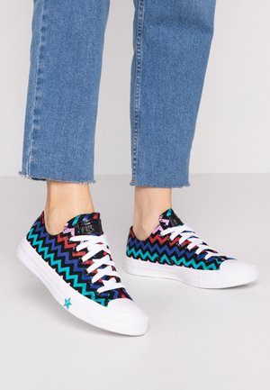 CHUCK TAYLOR ALL STAR - Matalavartiset tennarit - black/peony pink/rapid teal