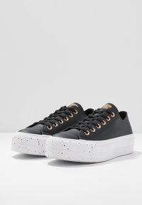 Converse - CHUCK TAYLOR ALL STAR LIFT SPECKLED - Matalavartiset tennarit - black/rose maroon/white - 4