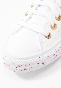 Converse - CHUCK TAYLOR ALL STAR SPECKLED - Tenisky - white/gold/rose maroon - 2
