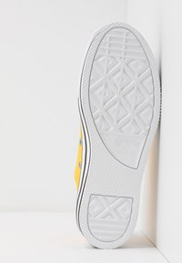 Converse - CHUCK TAYLOR ALL STAR LAYER BOTTOM - Sneakers laag - amarillo/white/black - 6