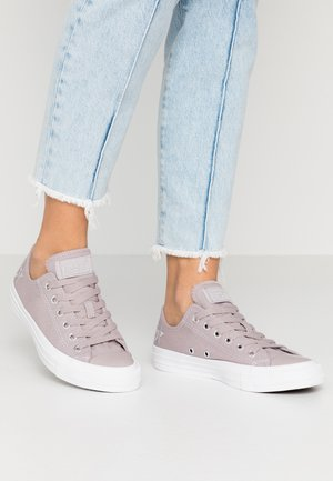 CHUCK TAYLOR ALL STAR EMBROIDERED STARS - Matalavartiset tennarit - amethyst grey/pure silver/white