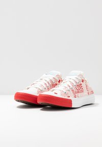Converse - CHUCK TAYLOR ALL STAR - Sneakersy niskie - egret/university red/white - 4
