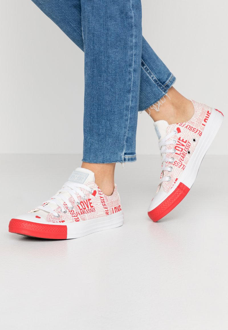 Converse - CHUCK TAYLOR ALL STAR - Sneakersy niskie - egret/university red/white