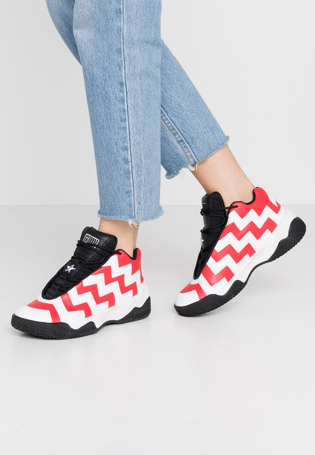 COLLEGIATE - High-top trainers - university red/white/black